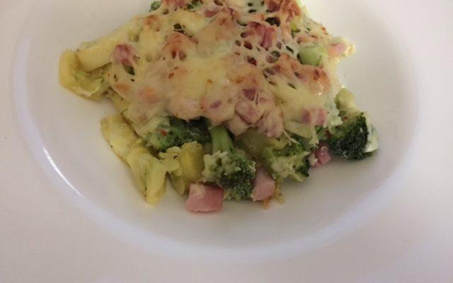 Vynikající zapečená brokolice s cuketou, šunkou a sýrem